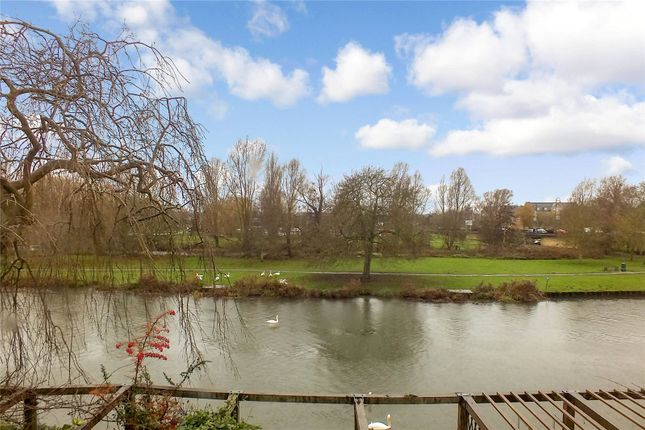Picture No. 08 of River Terrace, St Neots, Cambridgeshire PE19
