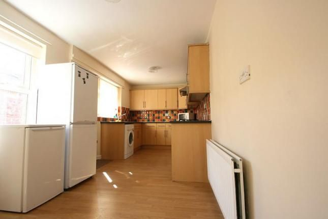 Maisonette to rent in 65Pppw - Falmouth Road, Heaton