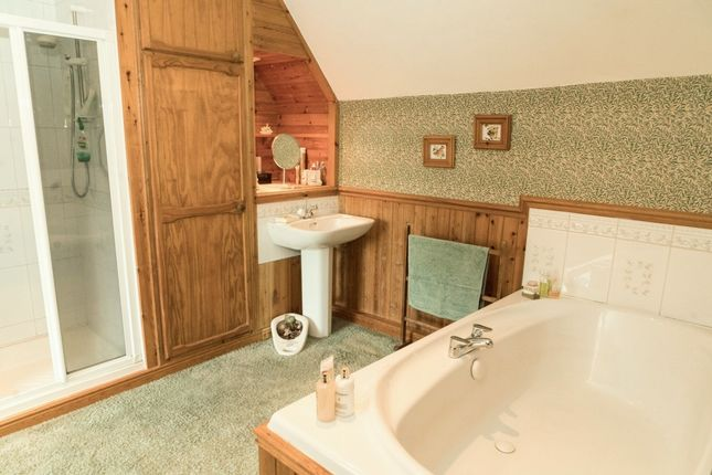 Family Bathroom of Church Road, Moorgreen NG16