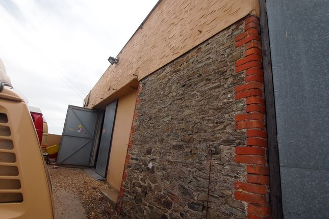 Parking/garage to rent in Velator Quay, Braunton