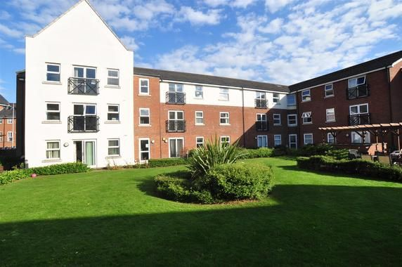 2 bed flat to rent in Johnson Place, Hitchin SG4