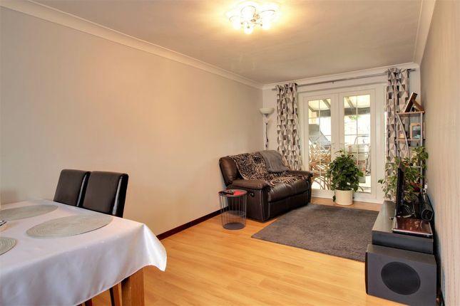 Living Room of Priestwood Avenue, Bracknell RG42
