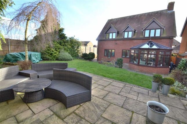 Thumbnail Detached house for sale in Lancaster Close, Weston Heights, Stevenage, Herts