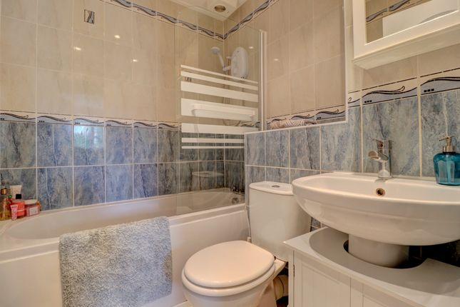 Bathroom of Rosslyn Road, Ashgill, Larkhall ML9