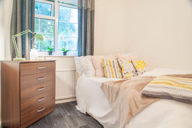 Room to rent in Desborough Close, Paddington, Central London
