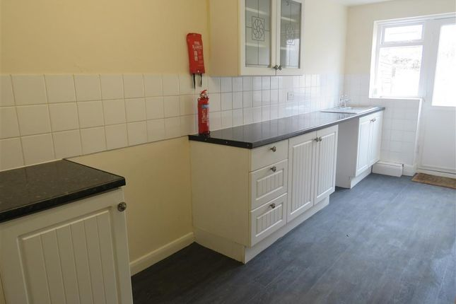 Kitchen of Huntingdon Street, Hull HU4