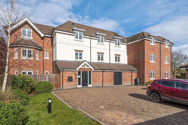 2 bed flat for sale in Trenchard Close, Hersham, Walton-On-Thames KT12