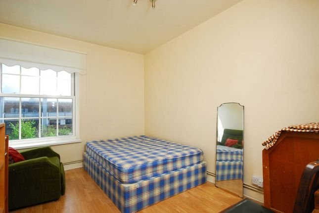 Thumbnail Flat to rent in Union Road, Clapham North