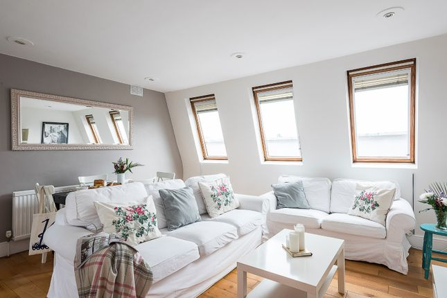 3 bed flat to rent in Flat C, 143 Greyhound Road, London