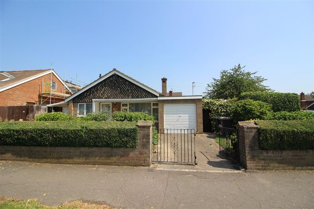 3 bed bungalow for sale in Chiltern Avenue, Putnoe, Bedford MK41
