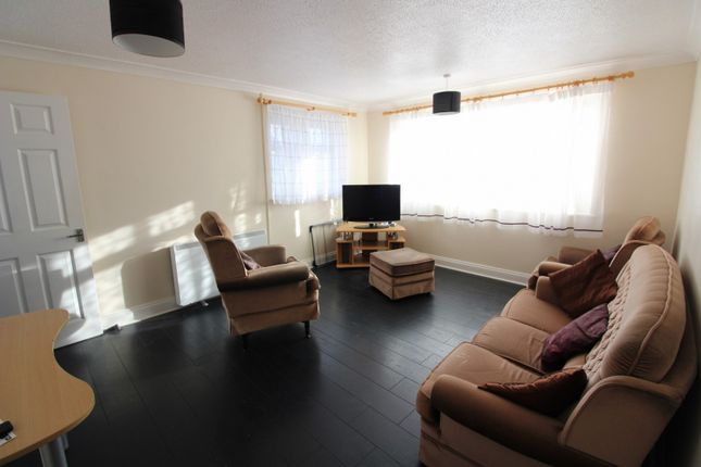 Thumbnail Flat to rent in Kalmia Green, Gorleston