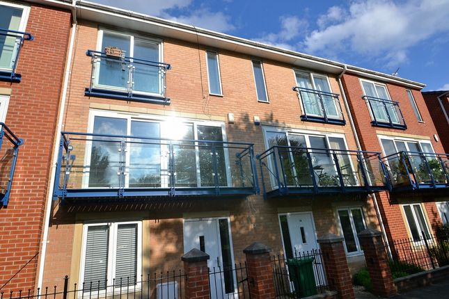4 bed terraced house to rent in The Sanctuary, Hulme, Manchester M15