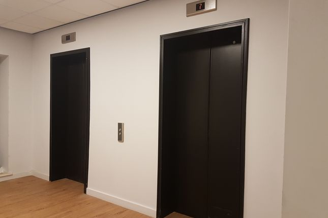 Twin Lifts To All Floors