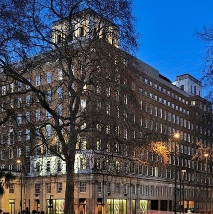 Thumbnail Flat to rent in Park Lane, Mayfair, London
