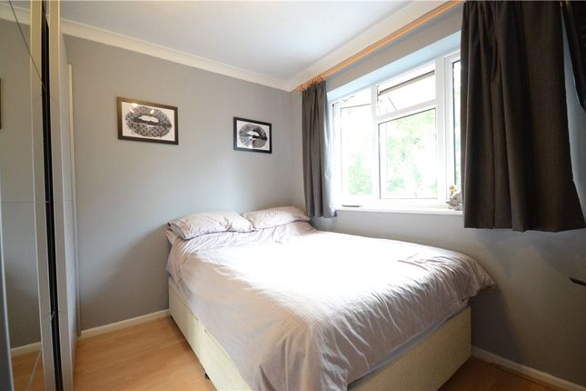 Picture No. 23 of Oak Avenue, Sandhurst, Berkshire GU47