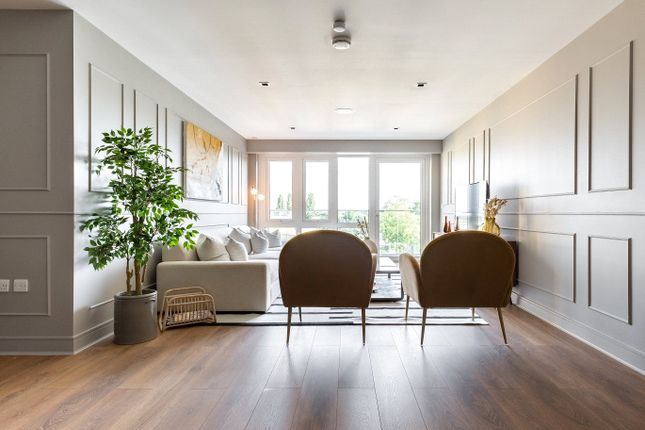 Flat to rent in Quayside House, 8 Kew Bridge Road, Brentford