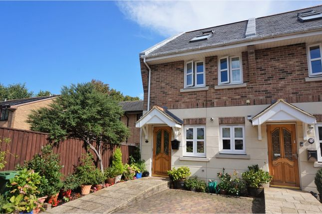 3 bed town house for sale in Newport Road, Cowes