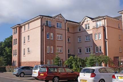 Thumbnail Flat to rent in Ellangowan Court, Milngavie