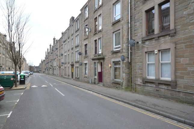 Thumbnail Flat to rent in Baldovan Terrace, Stobswell, Dundee