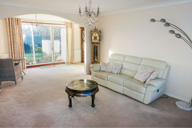 Living Room of Glenfield Road, Western Park LE3