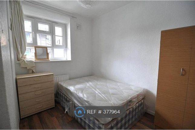 Thumbnail Room to rent in Line, Canning Town