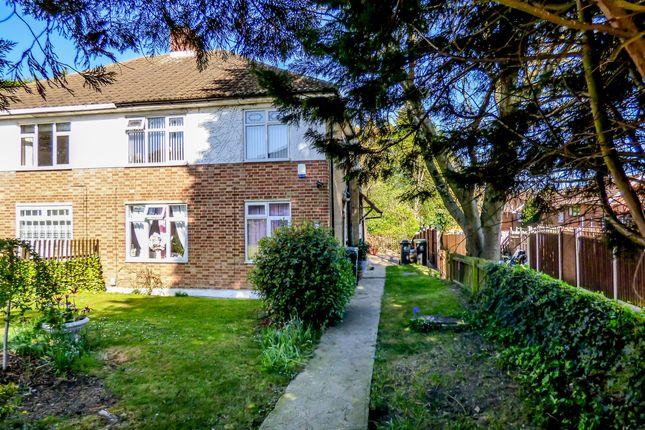 Thumbnail Maisonette for sale in Barncroft Road, Loughton, Essex
