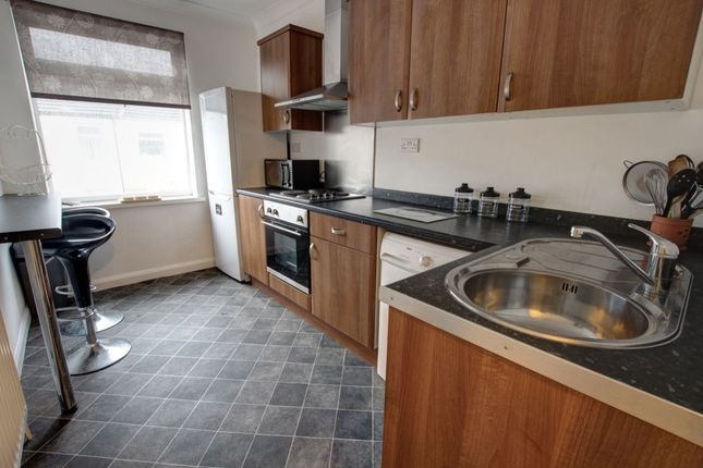 2 bed flat to rent in High Street, Carrville, Durham