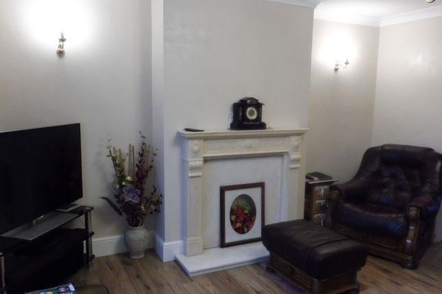 Lounge of Hoylake Drive, Swinton S64