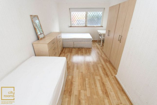 Room to rent in Alice Sheperd House, Stewart Street, South Quey