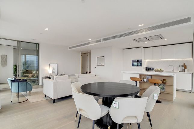 Thumbnail Flat to rent in Southbank Tower, Upper Ground, London