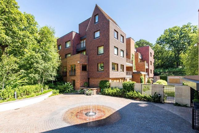 Picture No. 40 of Maple Court, The Woods, The Bishops Avenue, London N2