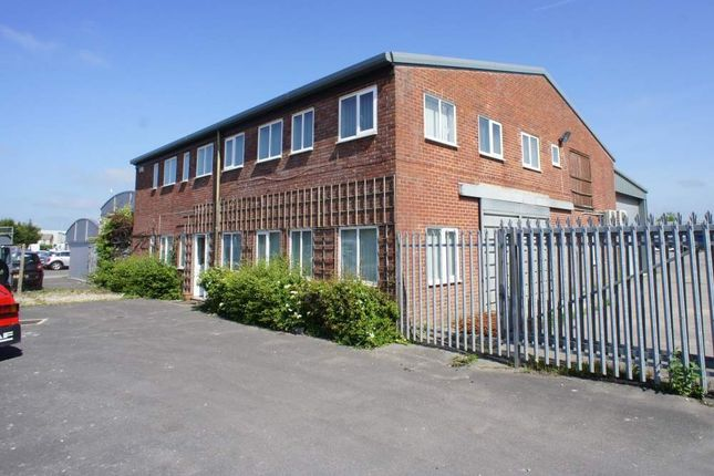 Light industrial to let in Harris Road, Calne, Wiltshire