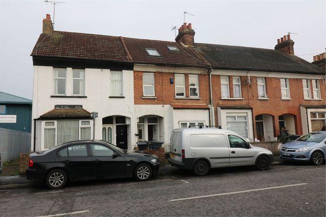 Thumbnail Maisonette to rent in Delamare Road, Cheshunt, Waltham Cross
