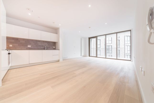 Thumbnail Flat to rent in Commodore House, 2 Admiralty Avenue, Royal Wharf, London