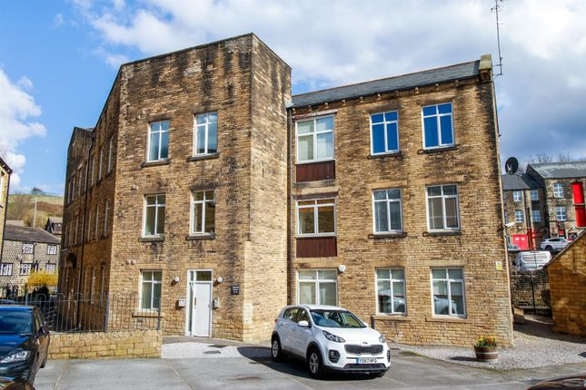 Thumbnail Flat to rent in Jesmond Square, Farsley, Pudsey