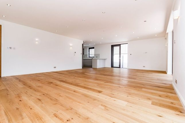 Thumbnail Flat for sale in Eden Avenue, Chigwell
