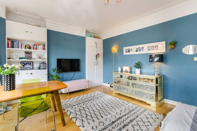 2 bed flat for sale in All Souls Avenue, London NW10