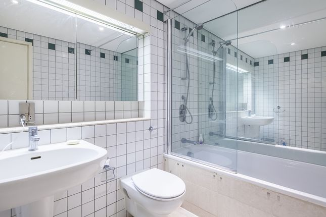 Bathroom of Shad Thames, London SE1