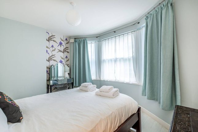 Thumbnail Flat to rent in St Lawrence Terrace, Ladbroke Grove