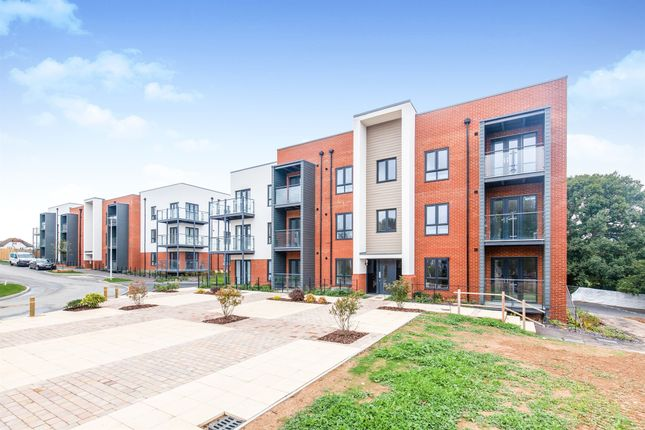 Thumbnail Flat for sale in Barnhorn Road, Bexhill-On-Sea
