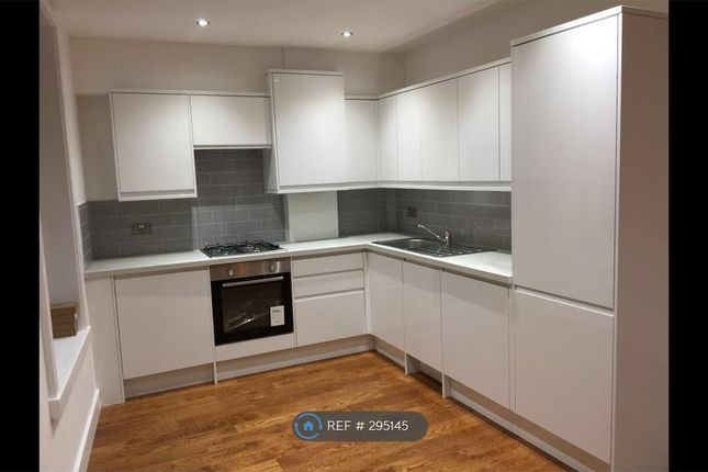 2 bed flat to rent in Amwell Street, London