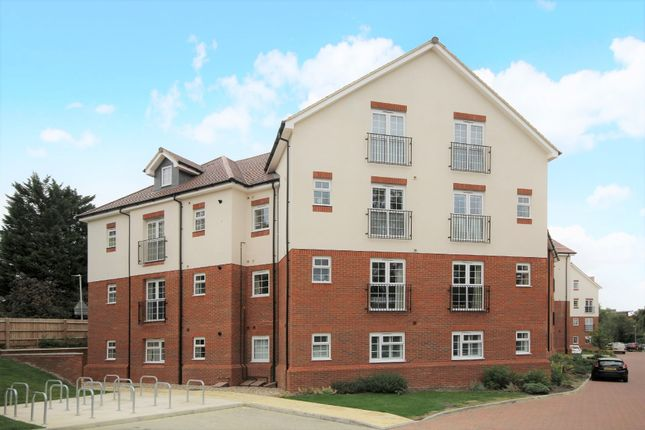Thumbnail Flat to rent in Lower Luton Road, Harpenden