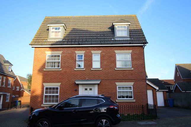 Thumbnail Room to rent in Trona Court, Sittingbourne