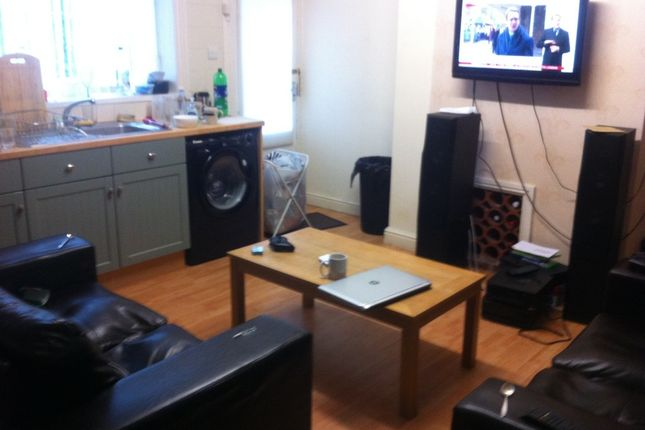 Thumbnail Terraced house to rent in Dog Kennel Bank, Huddersfield