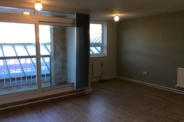 Thumbnail Flat to rent in Swan Place, Colne