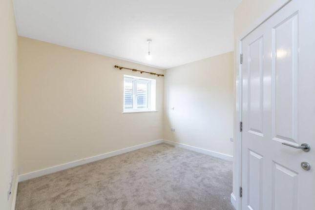 Thumbnail Bungalow to rent in Barnet Gate Lane, Arkley