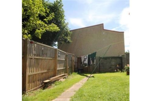 5 bed terraced house for sale in Briar Road, Romford