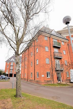 2 bed flat to rent in Hardie's Point, Colchester