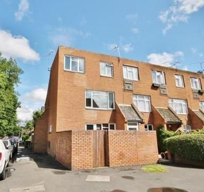 1 bed end terrace house to rent in Galsworthy Road, Chertsey, Surrey KT16