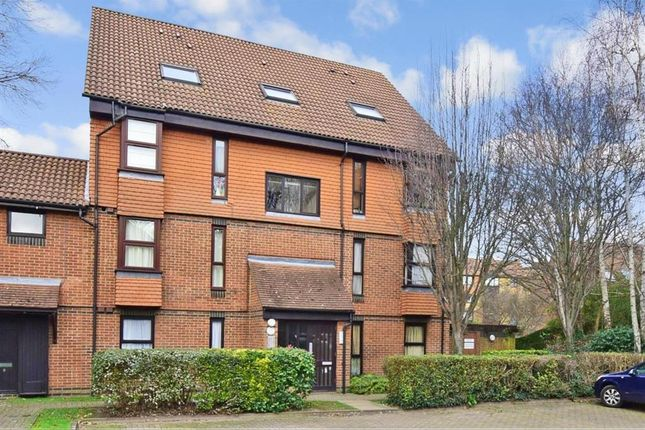 Thumbnail Flat for sale in Clowser Close, Sutton, Surrey